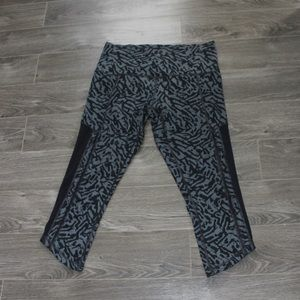 Lululemon🍋 just breathe crop legging mesh size 10 black grey pattern